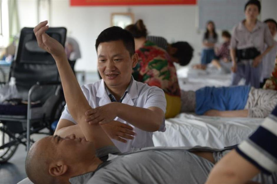 Chinese medicine: defenders and doubters