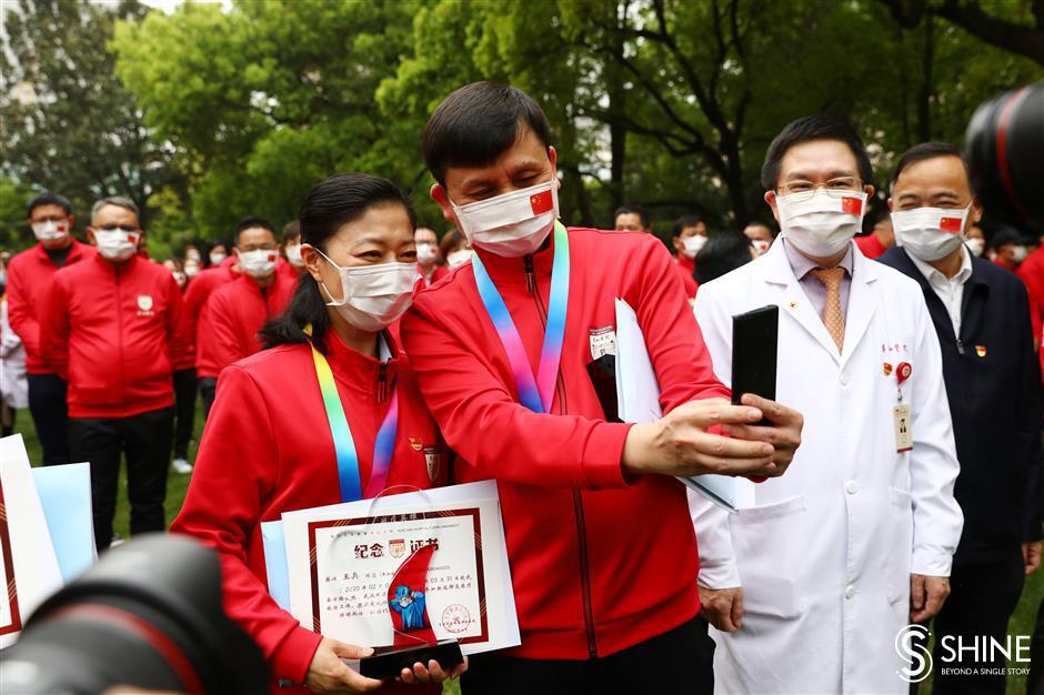 Huashan medics celebrate their virusvictory