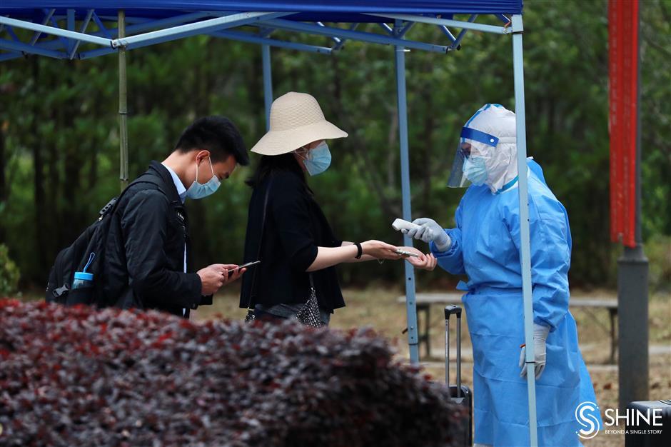 University quarantines returning students