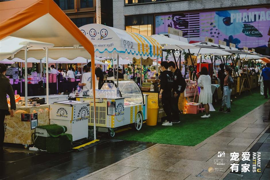 Bazaars flourish around Shanghai this spring