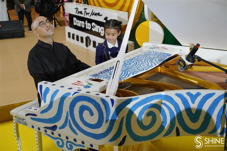 Hand-painted pianos strike the right note with mall visitors