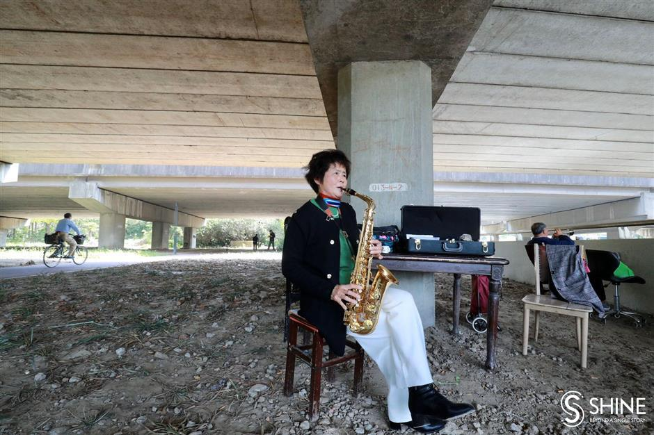 Aged musicians find rhythm under highway bridge studio