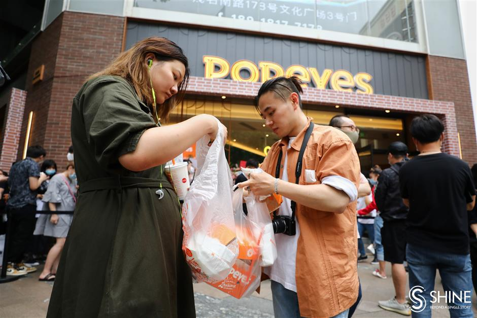 Popeyes opening draws hordes of customers, and attention from authorities