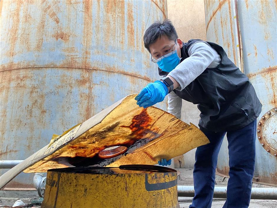 Police bust illegal waste oil trading suspects