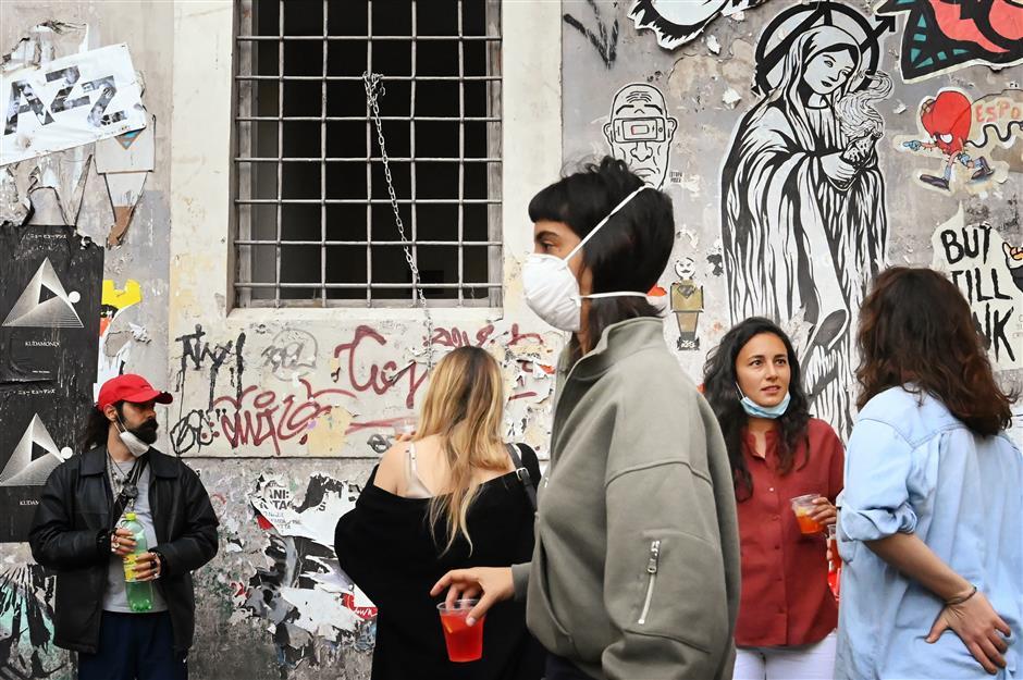 Italy's coronavirus death toll tops 32,000