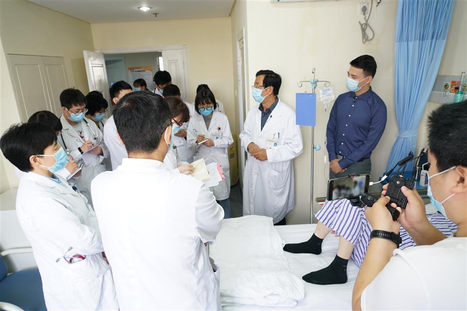 Livestream shows hospital doctors at work