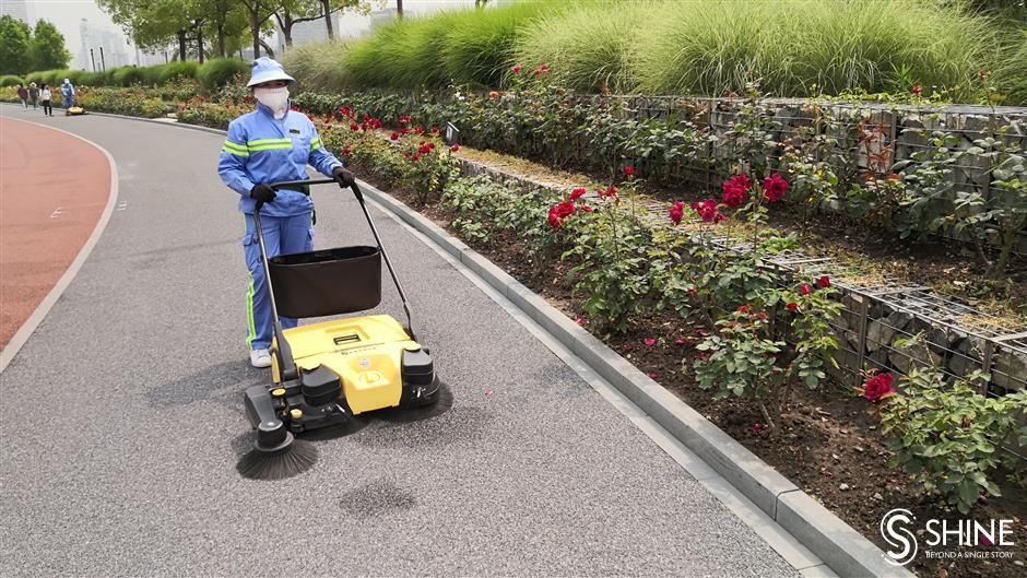 Machines helping keep city's roads cleaner