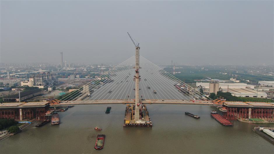 New Huangpu River bridge finishes main structure