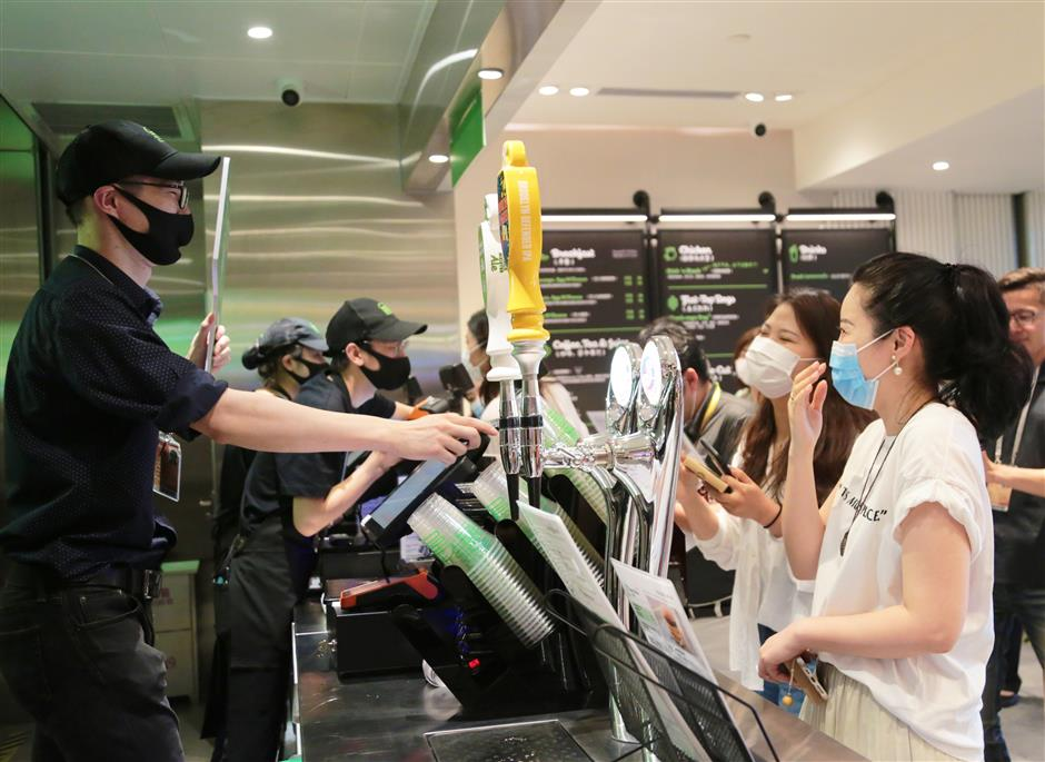 Shake Shack opens Hongqiao airport outlet