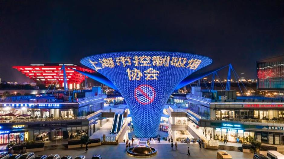 Major sites light up to stub out smoking