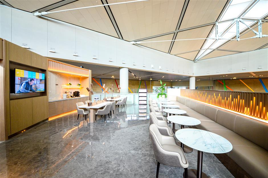 Hongqiao airport lounge reopens to all travelers