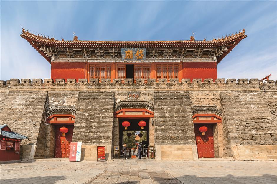 Taishan links emperors, gods