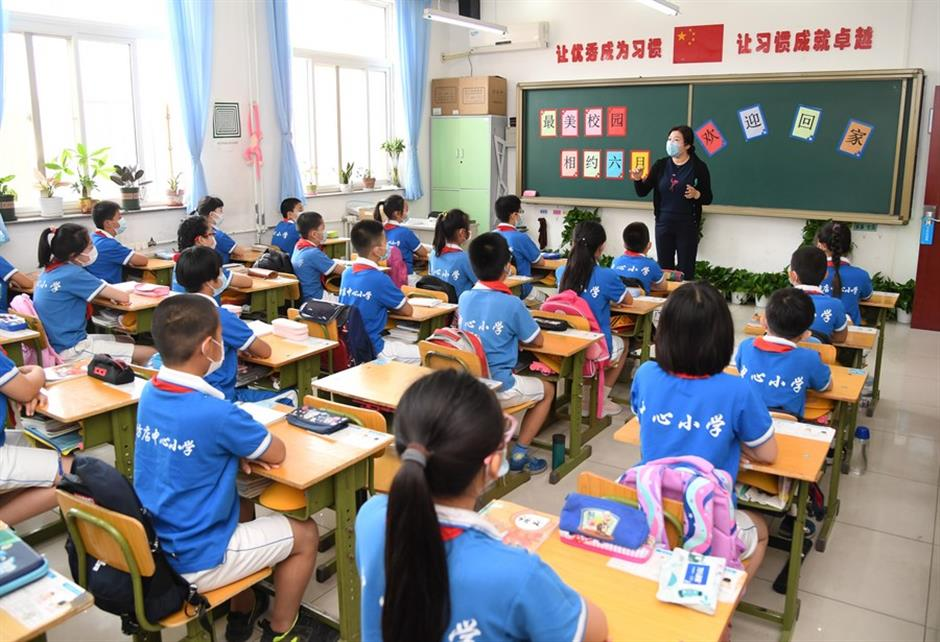 Beijing suspends class resumption after new COVID-19 cases