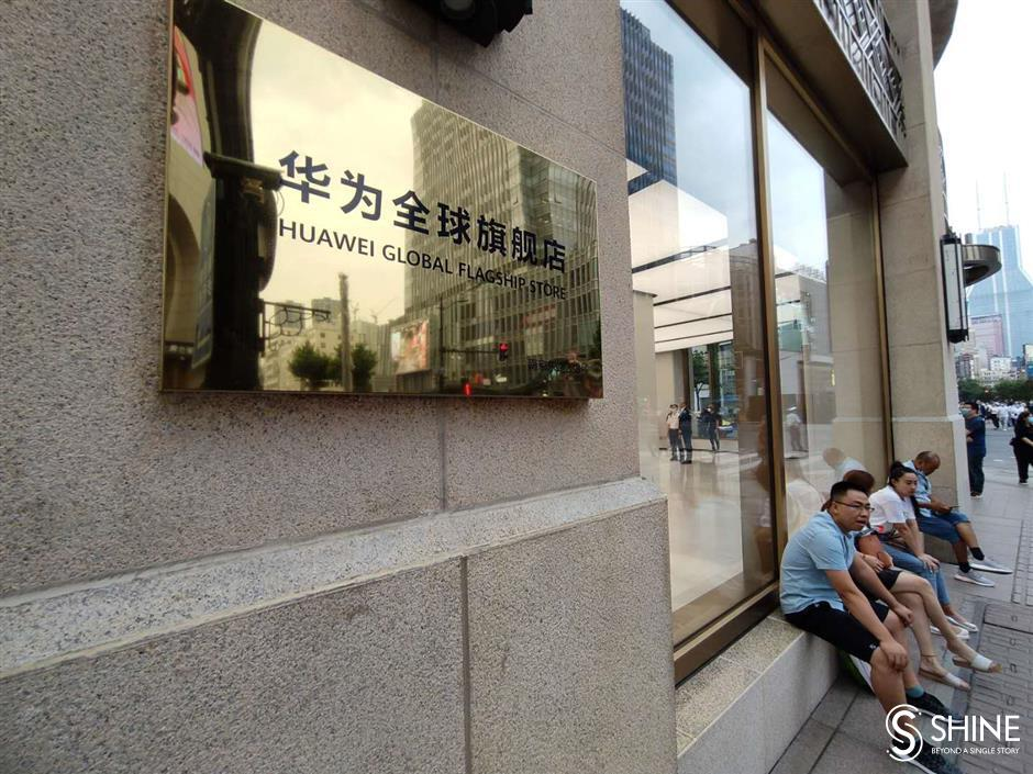 Huawei's Shanghai store biggest in the world