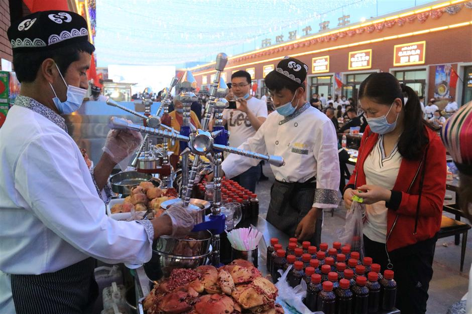 Night markets brighten up southern Xinjiang
