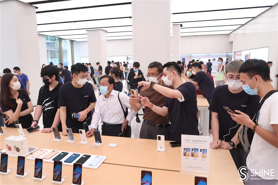 Huawei's biggest store opens in Shanghai