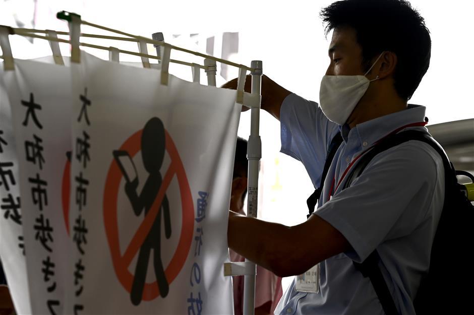 Japanese city bans phone use while walking
