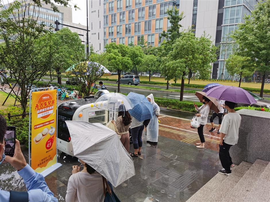Breakfast on the go in Zhangjiang High-tech Park