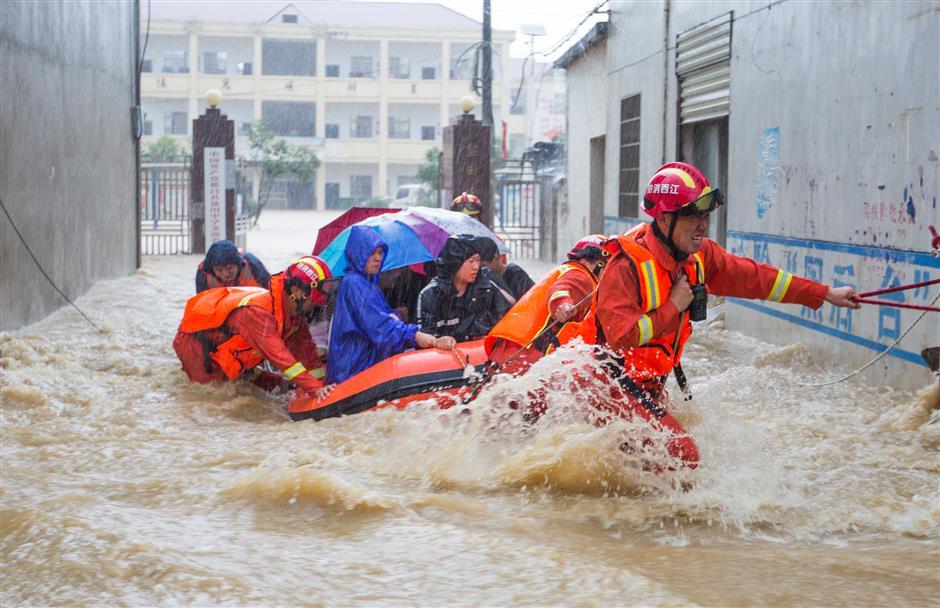 China renews rainstorm alert as heavy torrents pummel provinces