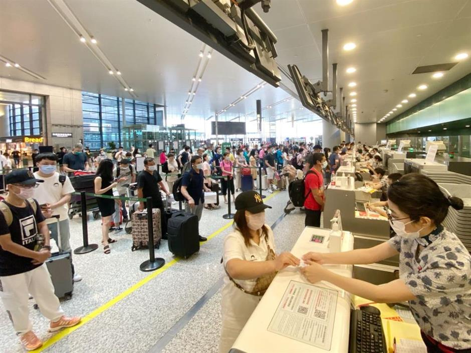 Domestic airlines take off with 'fly free' packages