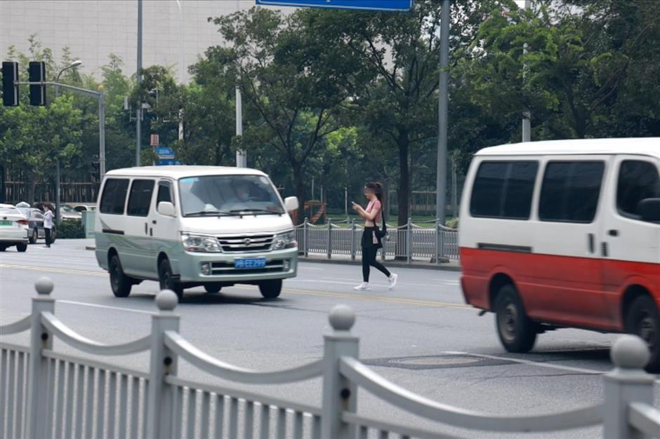 Shanghai police crack down on jaywalking