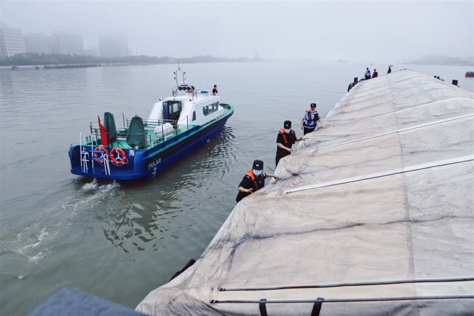Officers arrest 51 people on Huangpu River
