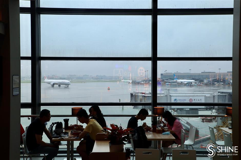 Business thrives again at Hongqiao airport