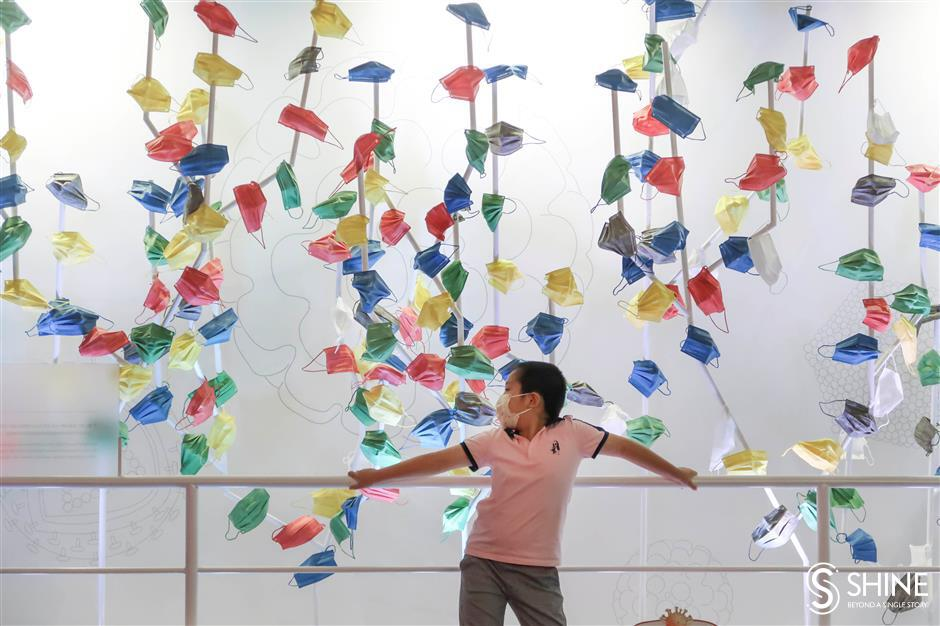 Exhibition shows viruses both good and bad
