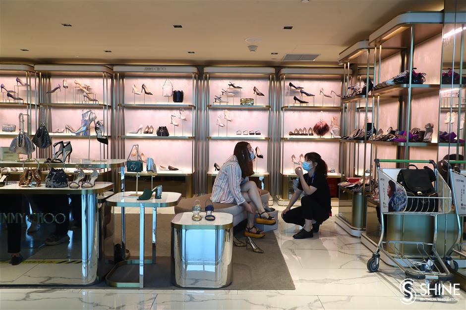 Business thrives again at Hongqiao airport