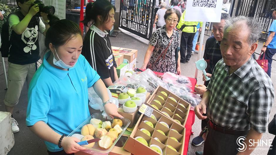 Best of countryside's summer fruit on sale in city parks