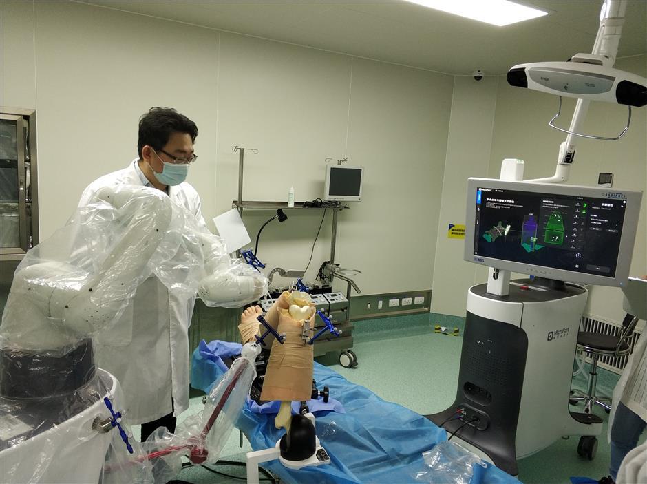 Robot 'surgeon' in city surgery a success