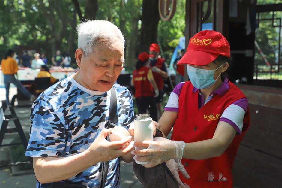 Hangzhou'sfree tea a cool idea for summer