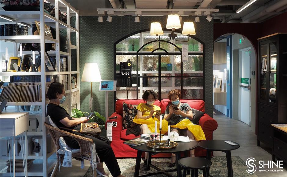 Vlog: A mini IKEA, just across the road from Jing'an Temple!
