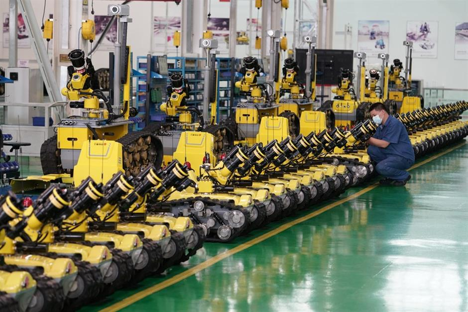 China's industrial profits up 11.5% in June