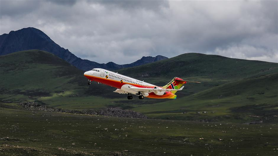 ARJ21 takes off from world's highest airport
