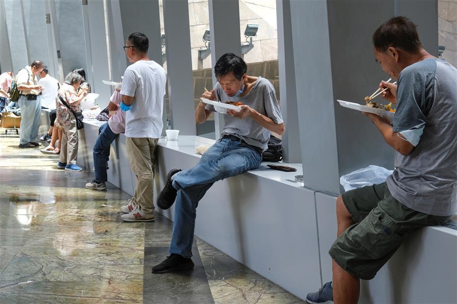 Hong Kong reverses virus ban on restaurant dining