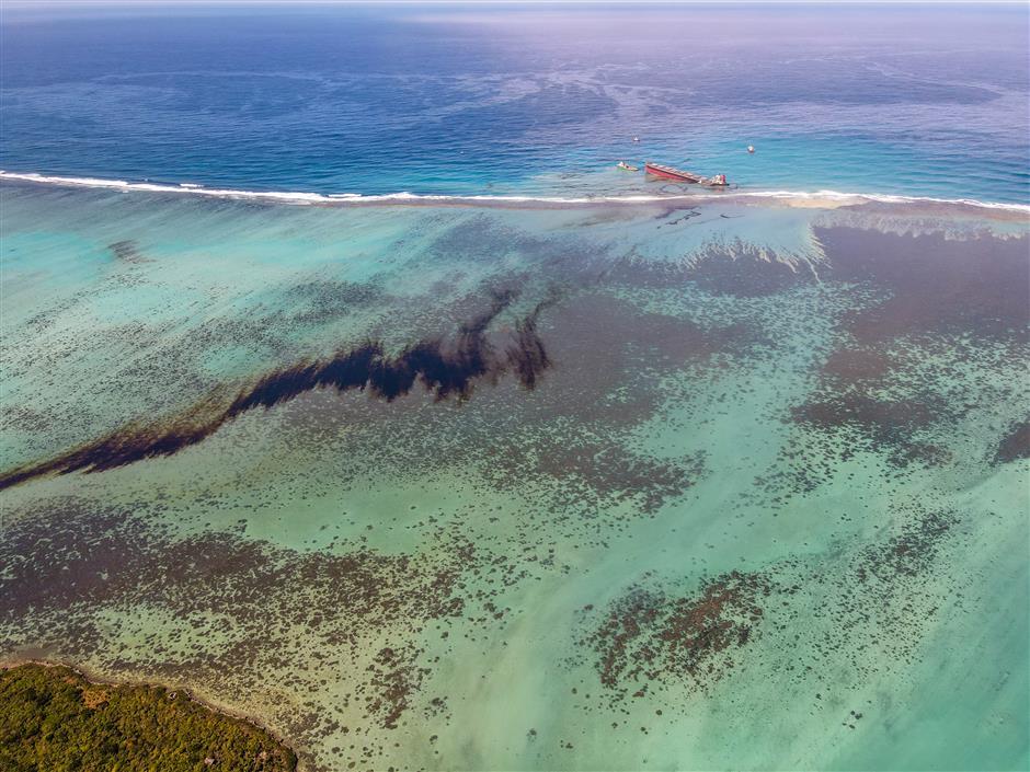 Mauritius battles devastating fuel spill