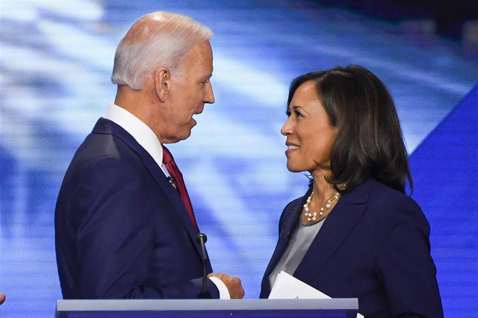 Biden taps Kamala Harris to be first black woman VP