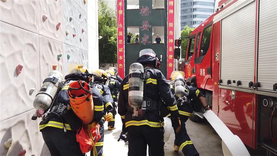 Jingan August Keywords: Sweltering in heat