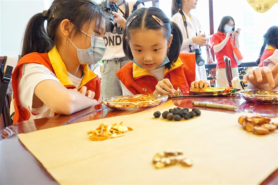 Bringing kids up to speed on traditional medicine