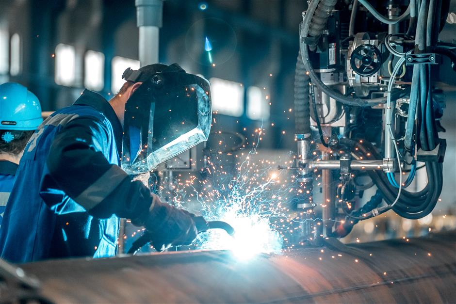 Manufacturing PMI drifts lower in August