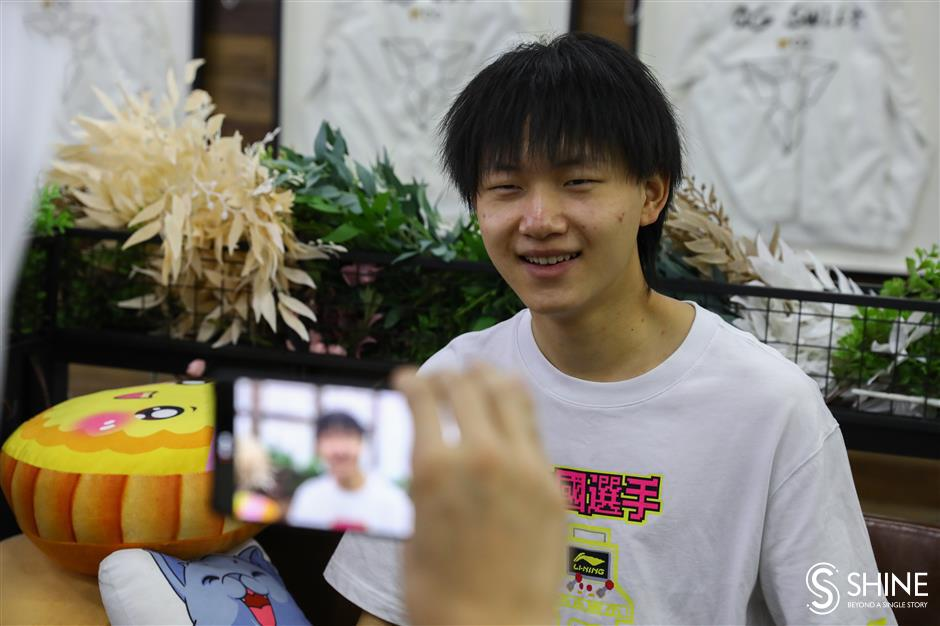 A kitchen helper rises to become an eSports champion