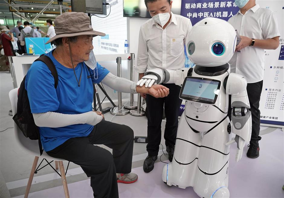 Robots steal show at 2020 China International Fair for Trade in Services