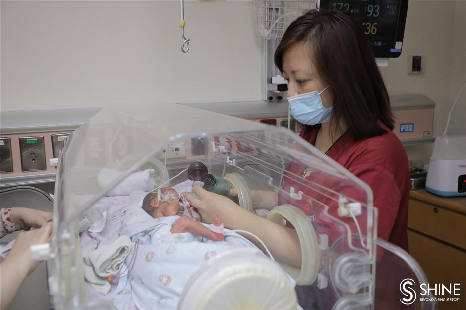 Shanghai doctors dedication to saving newborns