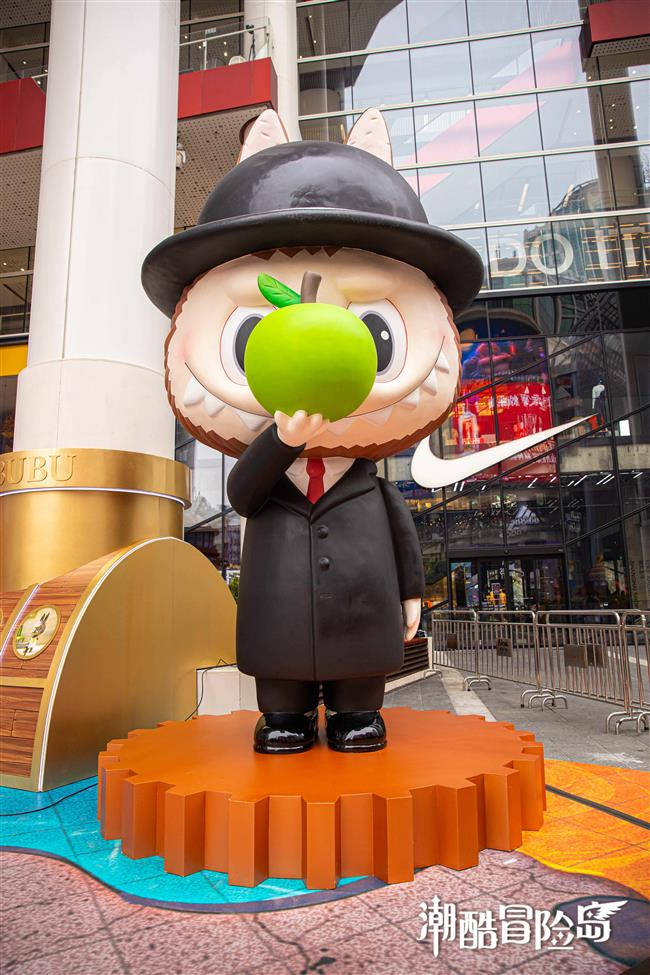 Art toy exhibition at Nanjing Road Pedestrian Mall