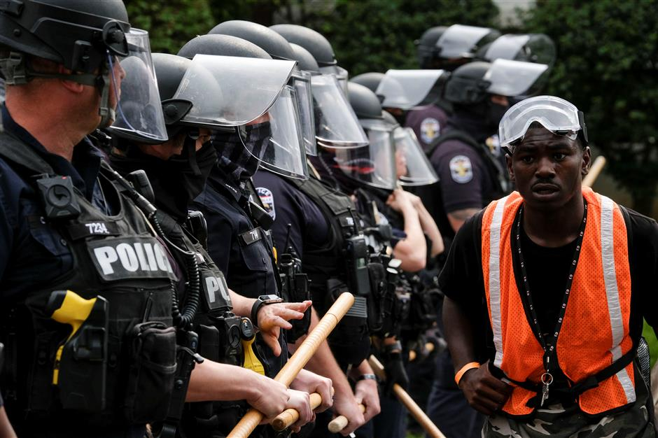 2 US police shot as protests erupt over Breonna Taylor case