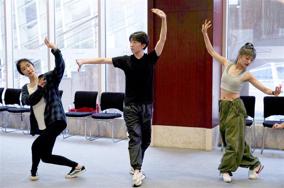 Young hopefuls pursue stardom in stage musicals