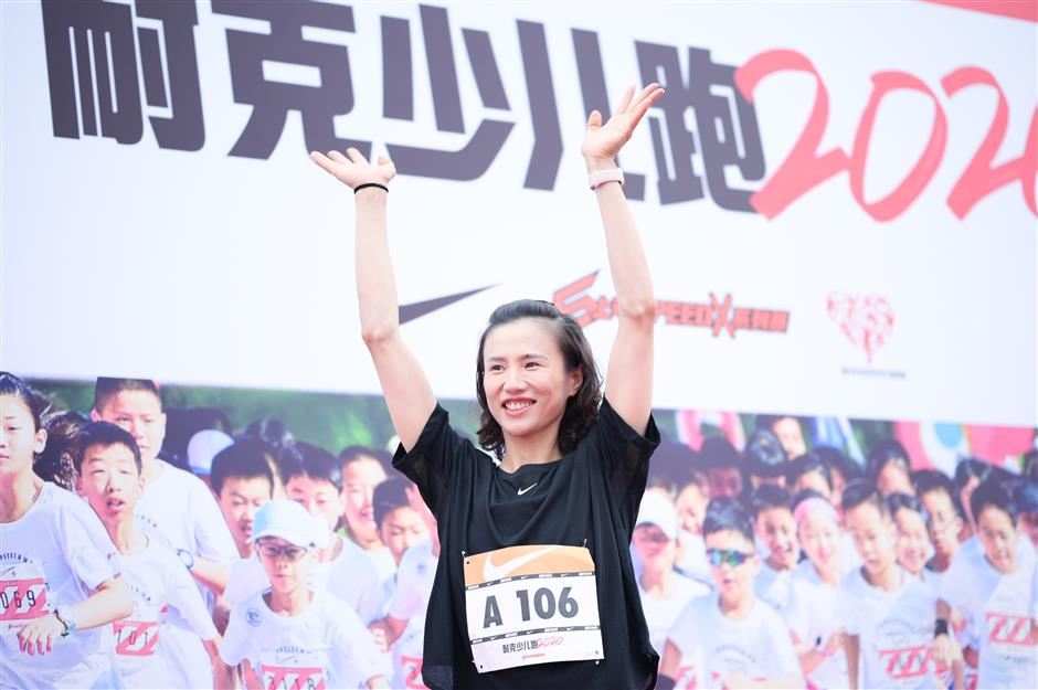 Kids have fun in riverside run along Huangpu