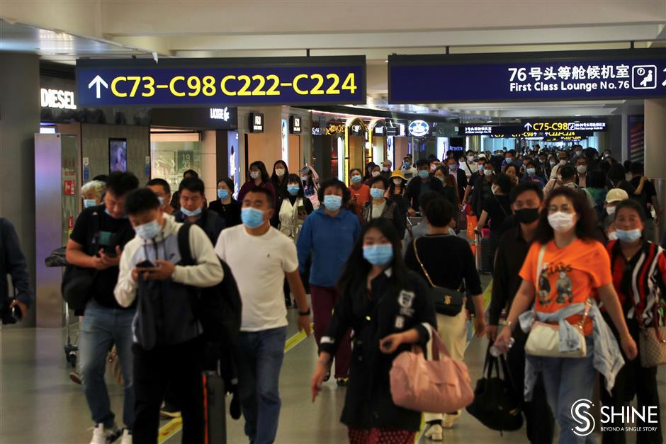Travelers boost business at Pudong airport