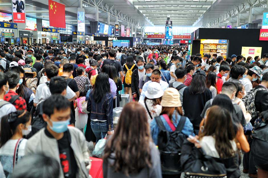 Holiday rush in full swing at citys railway stations